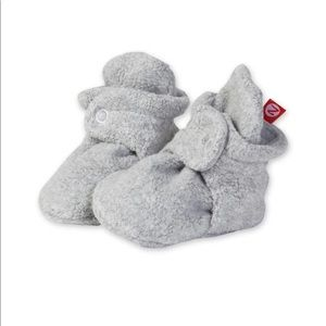 Bnwt zutano grey fleece booties 6months